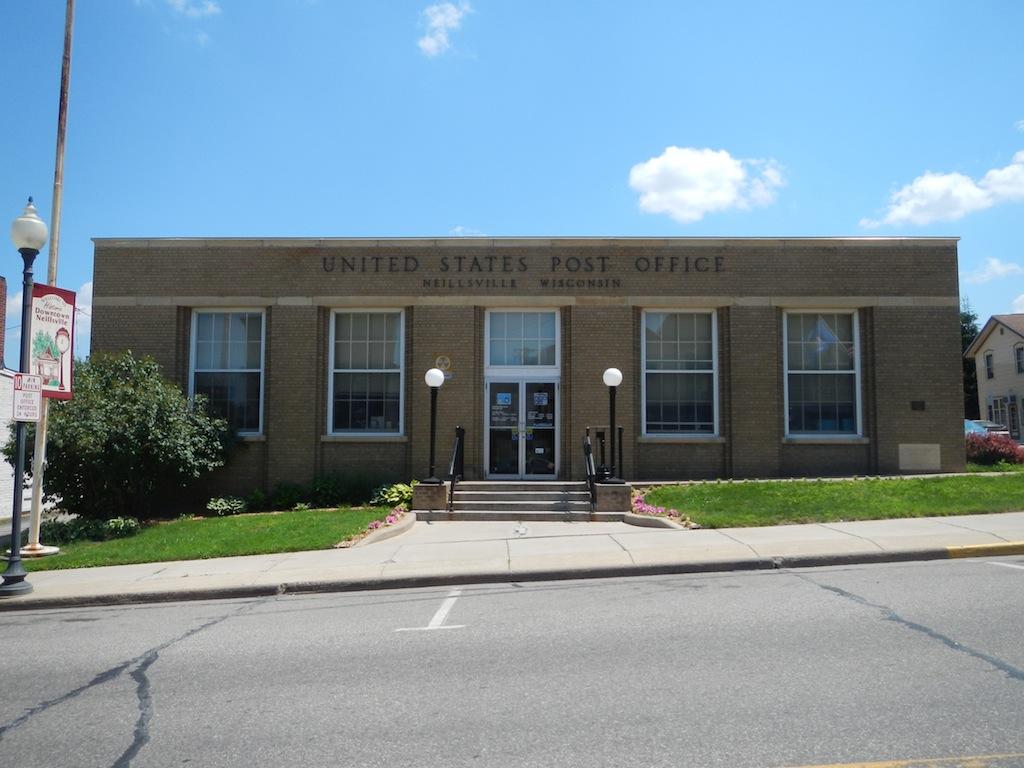Eastman Wisconsin Post Office — Post Office Fans